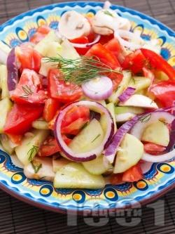 Салата с домати, краставици и гъби - снимка на рецептата